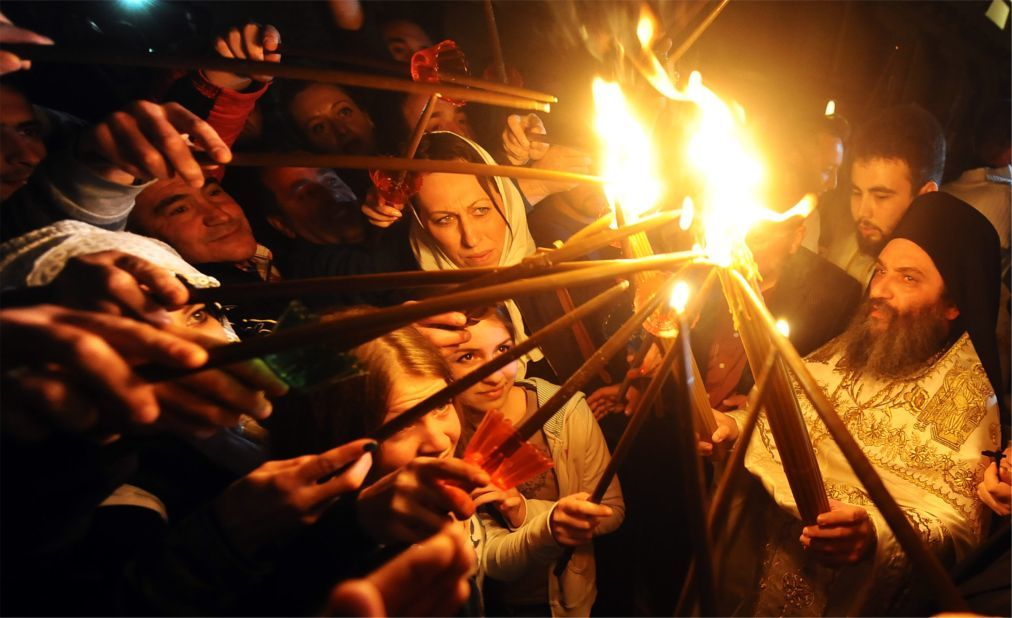 Схождение Благодатного Огня в Иерусалиме 7669c1ac13dbf4b4dda062ef4a071ade.jpg