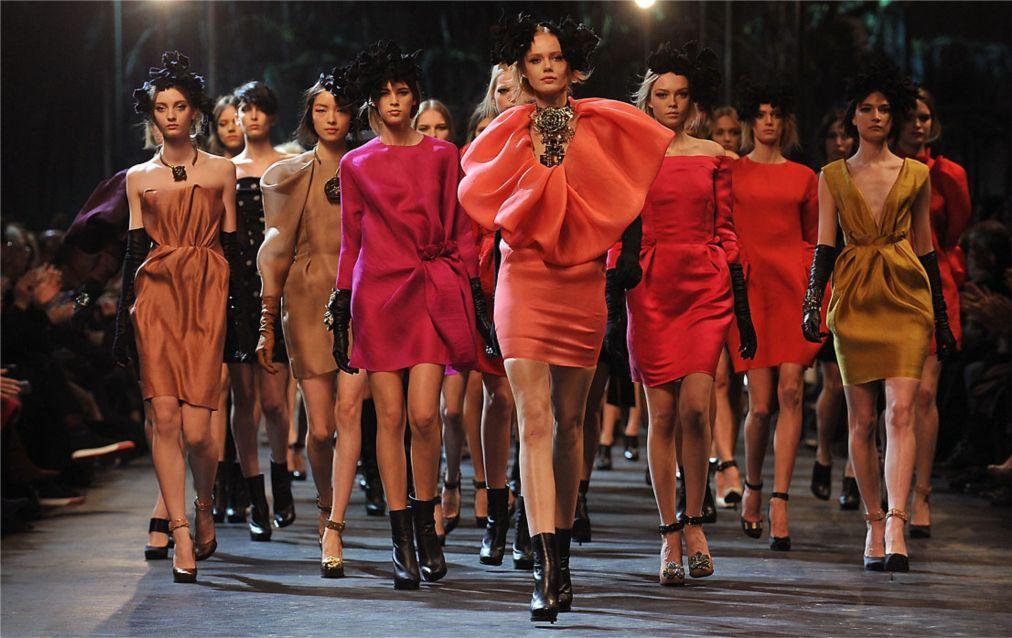Неделя моды в Париже 76df9b3f8d07328c74ca6f06d54af79f.jpg