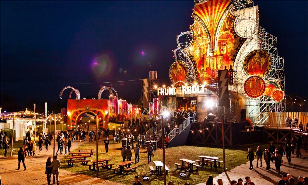 Музыкальный фестиваль Paaspop в Схейнделе 79d4aacf7087db2d2f8e2287935ea209.jpg