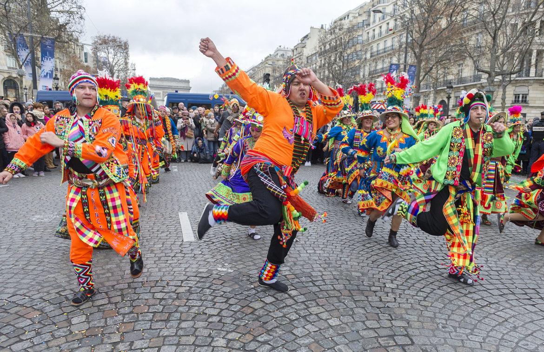 Новогодний Гран-парад в Париже 7abd24761c52570e5e71002e64583fde.jpg