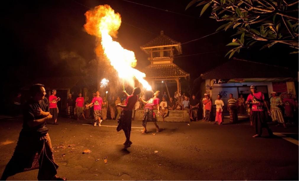 Огненный ритуал Перанг Апи на Бали 7e056c1a97401fab8bac391ebcd56c86.jpg