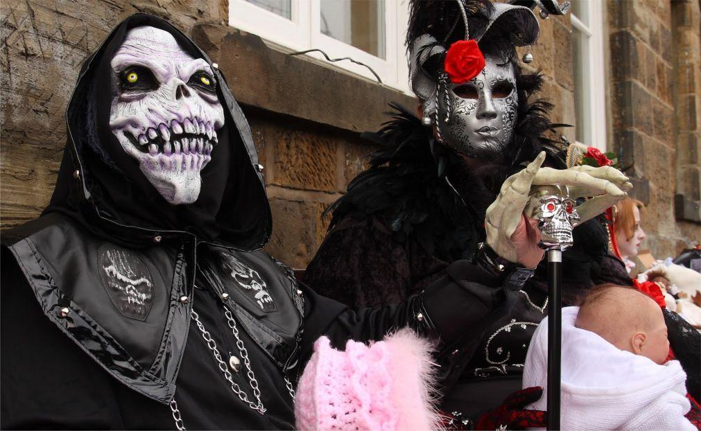 Фестиваль готической культуры и музыки Goth Weekend в Уитби 7f1d88431569236e80231bb68f74d69c.jpg