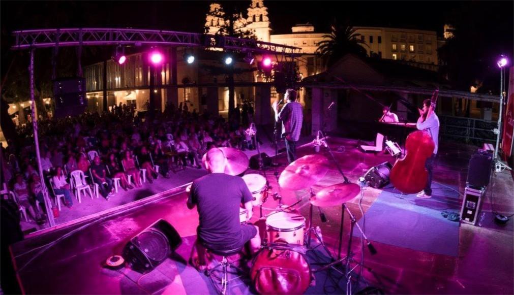Джазовый фестиваль «JazzCadiz» в Кадисе 8650b7fb1cdb01938deff421ae07087c.jpg
