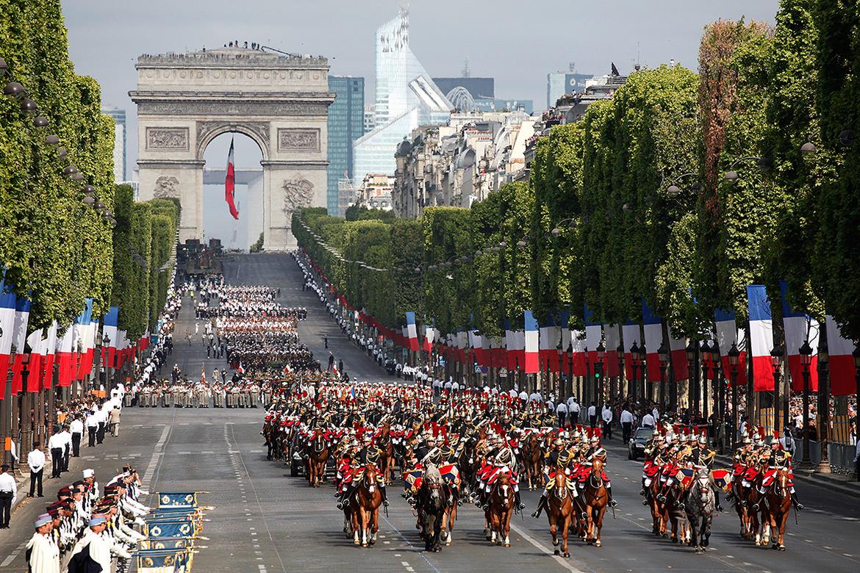 День взятия Бастилии в Париже 867c959e6696a72800988fa861503c12.jpg