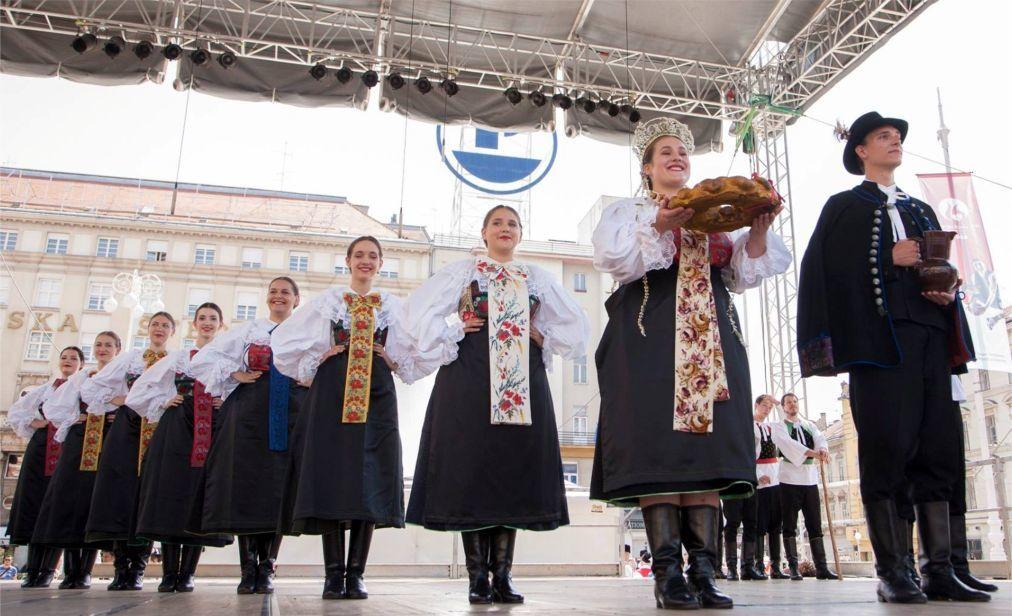 Международный фольклорный фестиваль в Загребе 88087bc8d7375a309f7165287cffbf5f.jpg
