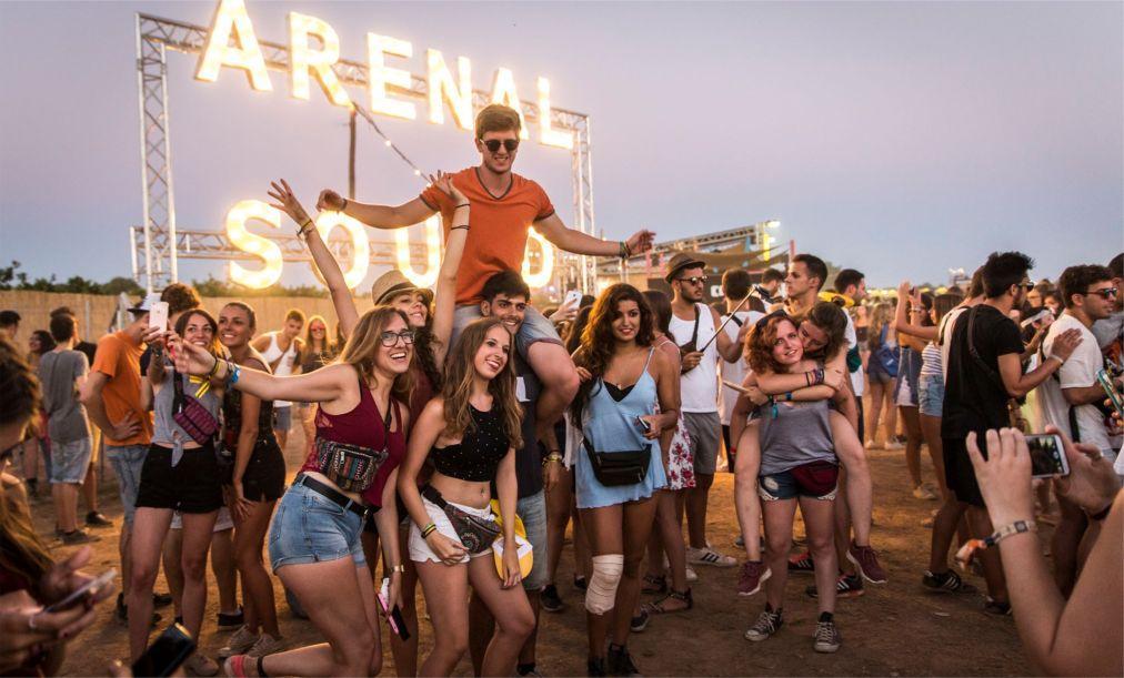 Музыкальный фестиваль Arenal Sound в Бурриане 8b1d66e805be6e70f78ba291771ee2b8.jpg