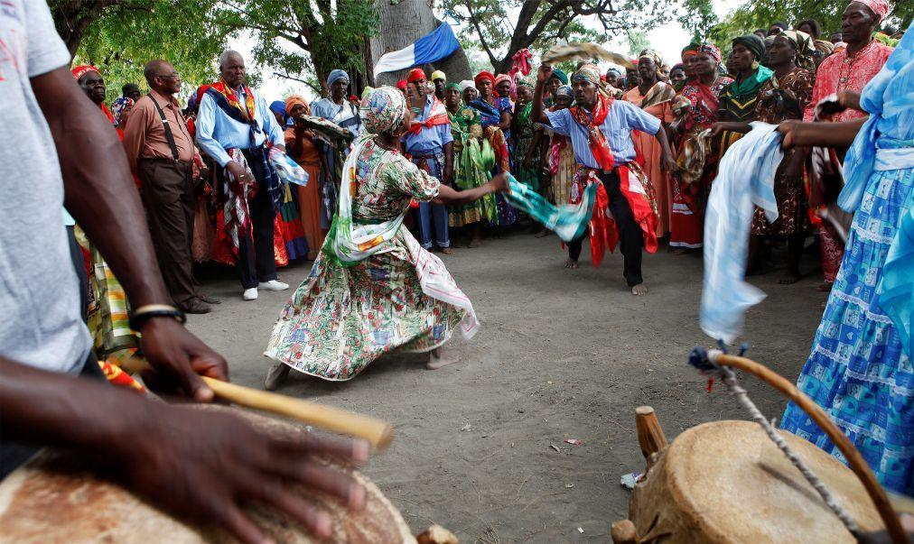Фестиваль вуду «Фете Геде» в Порт-о-Пренсе 8e8a732bab7ee1da2cbee8acf912b5a0.jpg