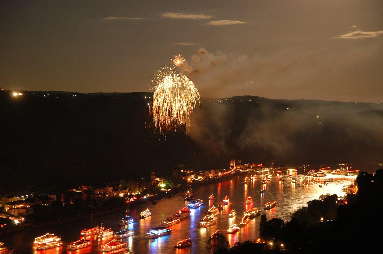 Фестиваль фейерверков «Рейн в огне» в Германии 976966a74494295aa2ae7ca1e549378d.jpg