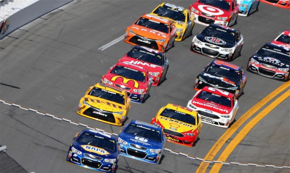 Автомобильная гонка «Daytona 500» в Дейтона-Бич 98910d19425accefc3f55ac2c874fbec.jpg