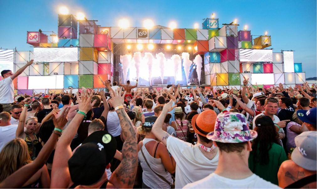 Музыкальный фестиваль Balaton Sound в Замарди a3b00d5e13e7b6742037dab9a63287c6.jpg