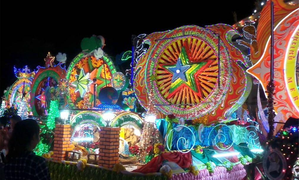 Парад «Рождественские звезды» в Сакон-Накхоне a90a2d40fdf5ccdb5d4b07fd9c4c5810.jpg