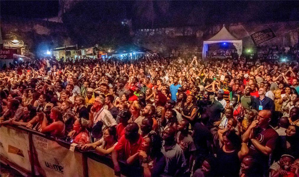 Музыкальный фестиваль Sauti za Busara в Стоун Тауне  afdc44c96bbdf87ef069380ae68230ae.jpg