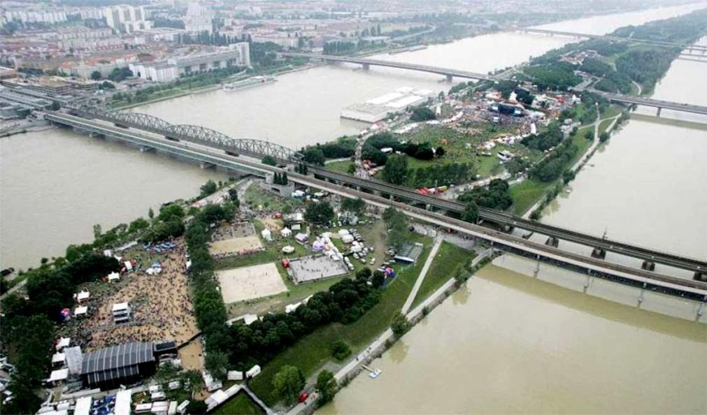 Музыкальный фестиваль «ДонауинзельФест» в Вене b10f4b8f7e5af14030adf534e4ea973e.jpg