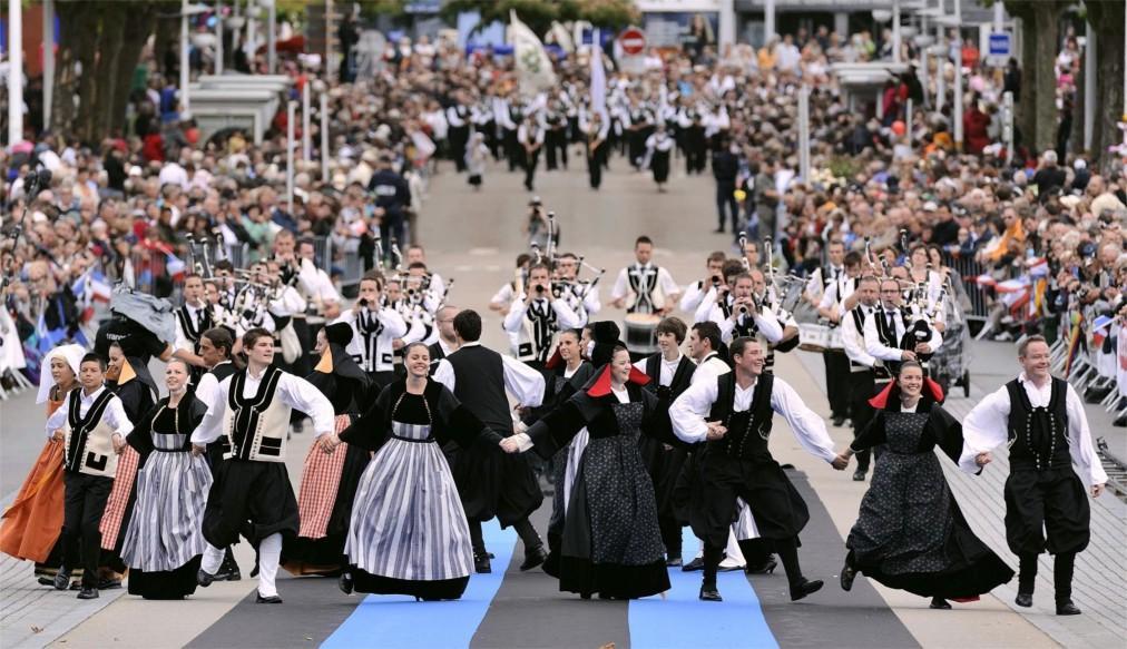 Фестиваль кельтской музыки и культуры в Лорьяне b1b48d55d9027b224c1a711799d9a09b.jpg