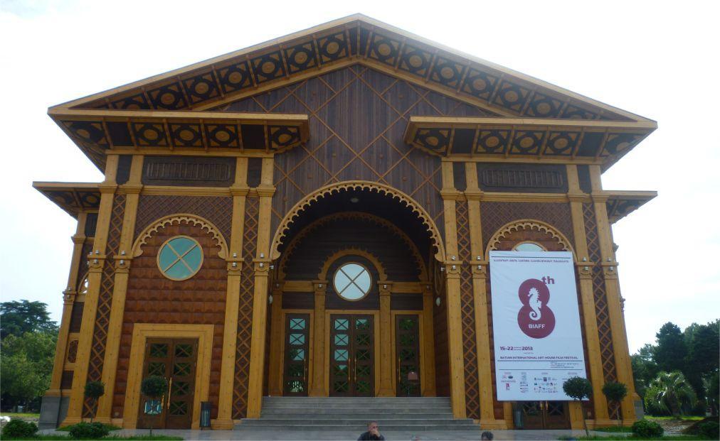 Международный фестиваль арт-хаусного кино в Батуми b23e7a19e5c009470dadbbb5190793ad.jpg