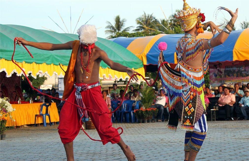 Фестиваль Чак Пхра в Сураттани b6303076074bac6adaa785e1a3dd9650.jpg