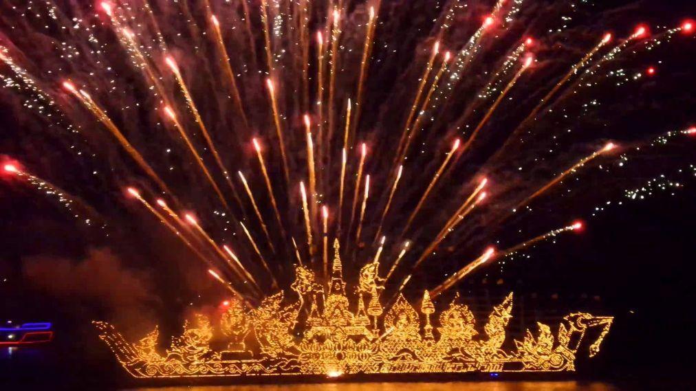 Фестиваль огненных лодок в Накхон-Пханоме bc16ac7a97b95072003029b104682347.jpg