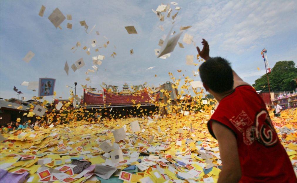 Фестиваль голодных духов в Китае bc73d9e02c1b3b94281d55b5e75e6d7d.jpg