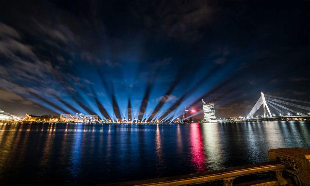 Фестиваль света «Staro Riga» в Риге bed3cb5aee2bf6b77a8dbd247e5f2b9e.jpg