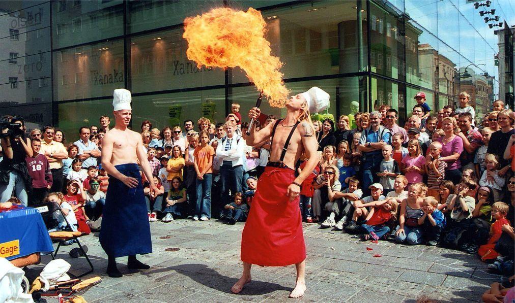 Фестиваль искусств Pflasterspektakel в Линце bf50e8ed1f3fbf5ad10f423337e5f2f0.jpg
