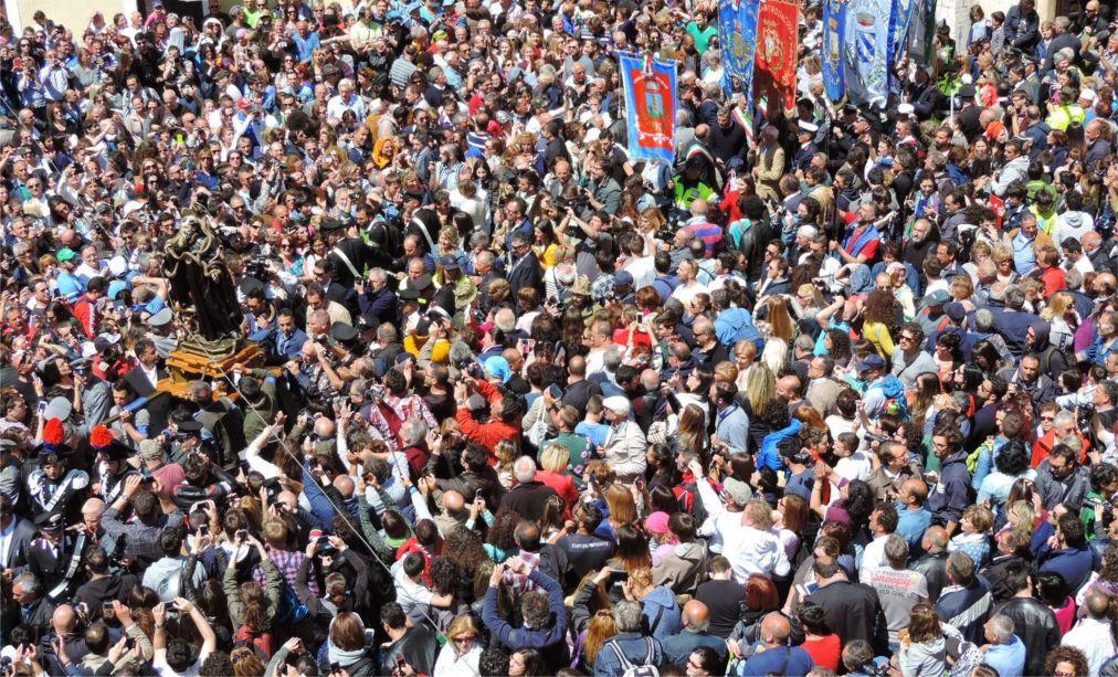 Фестиваль змей в Кокулло c04de2af29ebd3b07d51d5122f6b53bd.jpg