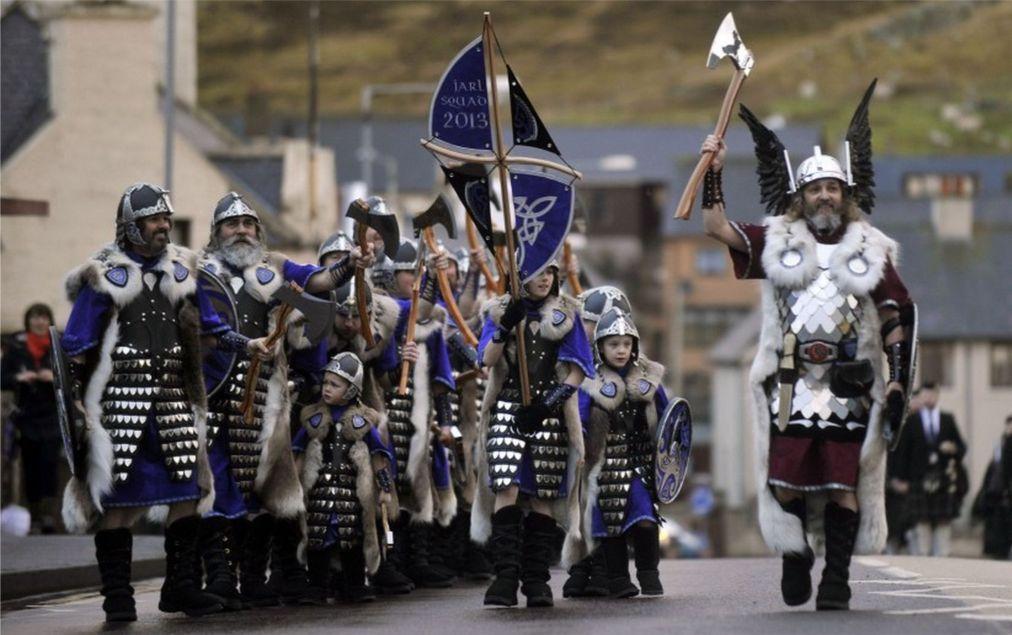 Фестиваль викингов «Up Helly Aa» в Леруике c3e98c1a9b164449d546ad36f9041f00.jpg