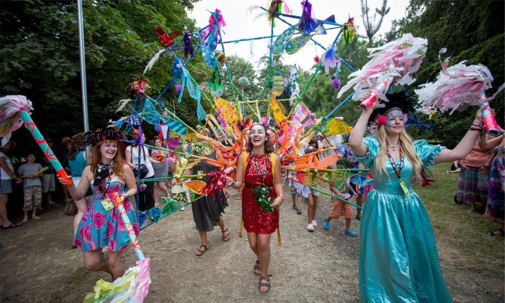 Музыкальный фестиваль Womad в Вильтшире c42b554b2d6ff249a8a8653f2c72d27d.jpg