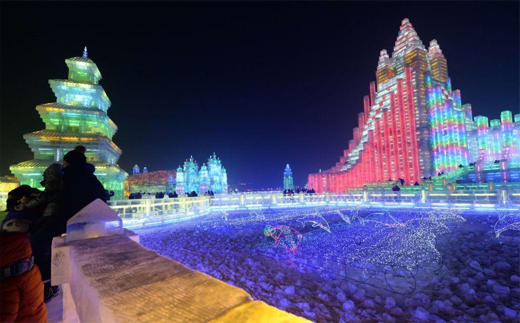 Международный фестиваль ледяных и снежных скульптур в Харбине c5a99159c5143f5244feef5bb93e0566.jpg