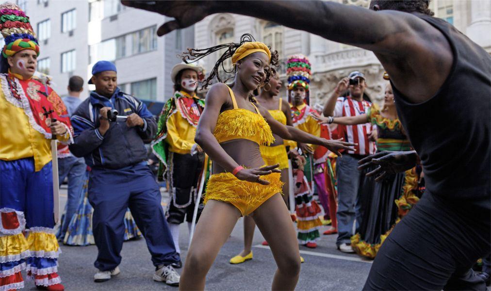 Латиноамериканский парад в Нью-Йорке c9058d648f2848a67f9921be8f300add.jpg