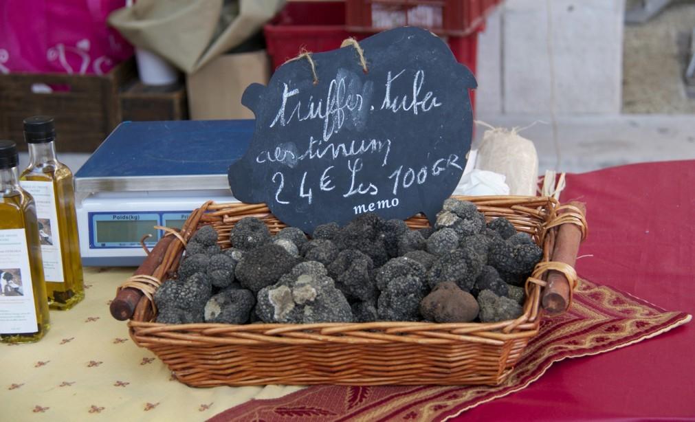 Рынок трюфелей в Карпантрасе c90ddf8a46b401d633875ad616cab1e7.jpg