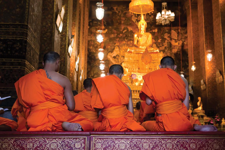 Новогодние молитвы в буддийских храмах Бангкока ca967d7dbd44f16b7fea97605fd3250e.jpg