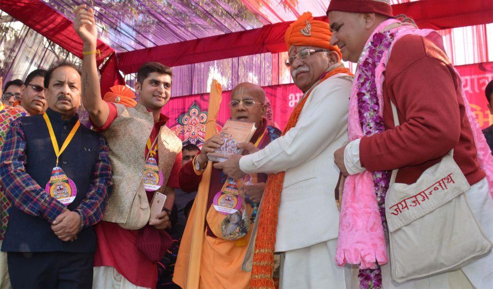 Фестиваль Гита-Джайанти в Курукшетре d003234b354b47a7f2d493b8f0527c85.jpg