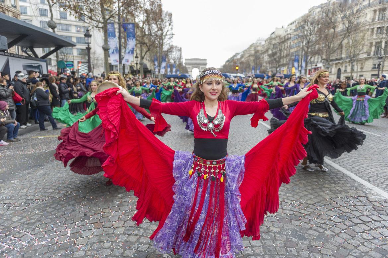 Новогодний Гран-парад в Париже d2bf215edd0695c7fb3f733e9e229c19.jpg