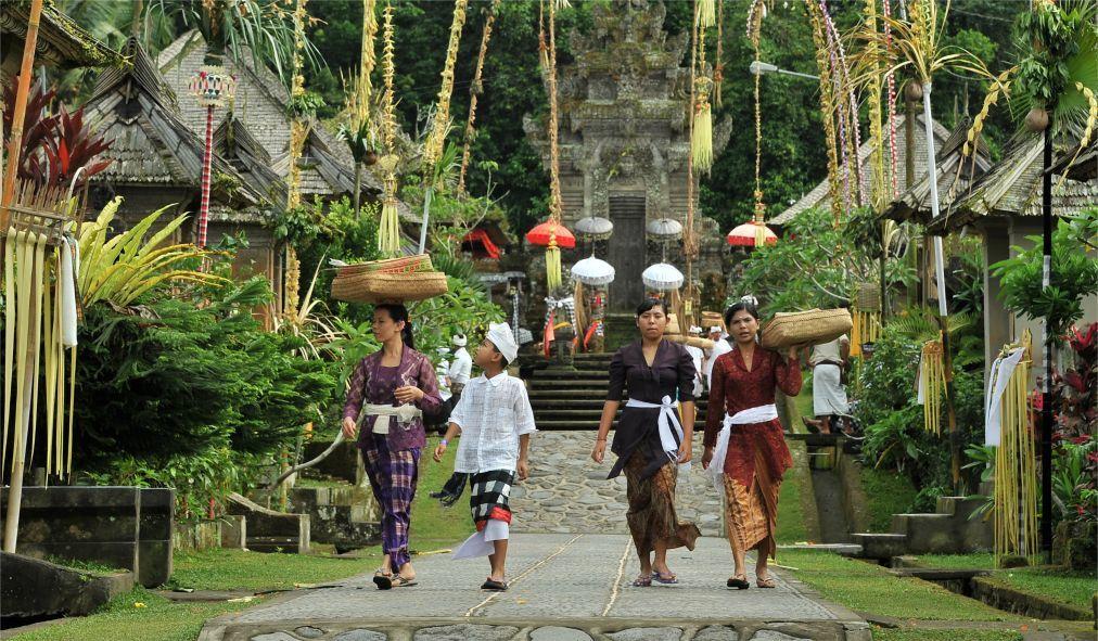 Праздник Кунинган на Бали d905a001c9a8e3505f653093da42ea55.jpg