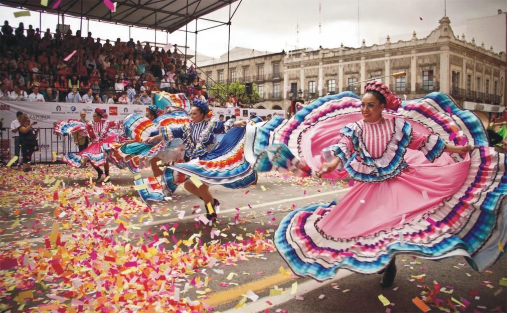 Международный фестиваль мариачи в Гвадалахаре dc68e6d57c7408951609b779809db999.jpg