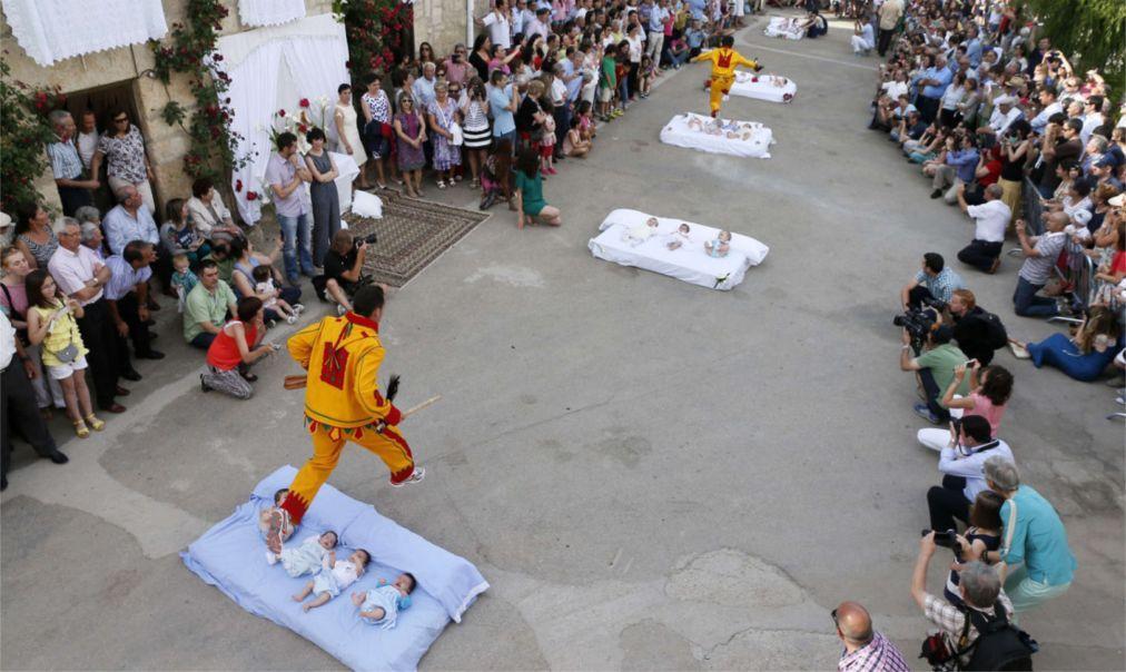Фестиваль прыжков через младенцев «Эль Колачо» в Кастильо де Мурсии de963811d87c837ee7f97424c8a2295f.jpg