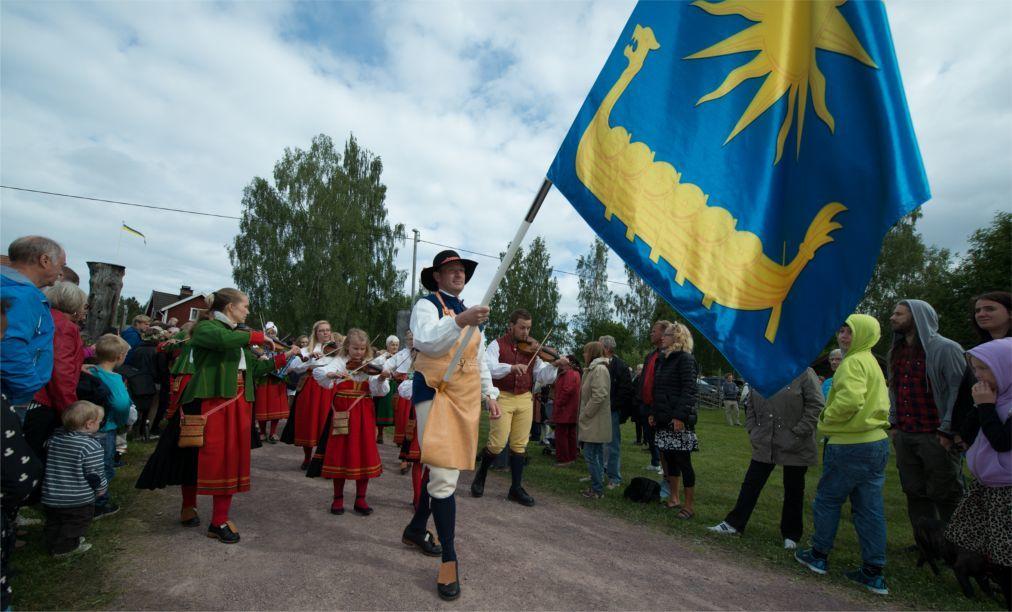 Праздник середины лета Мидсоммар в Швеции e026ac2804224ebe8b2b68562c5eff70.jpg