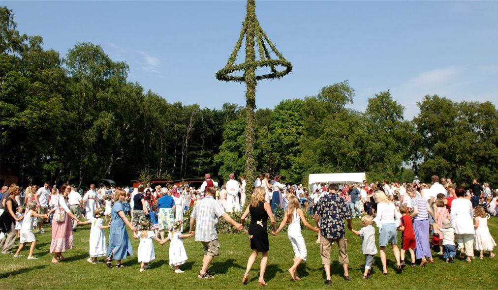 Праздник середины лета Мидсоммар в Швеции e5b94b06bb9e0192477f80727f13ea4a.jpg