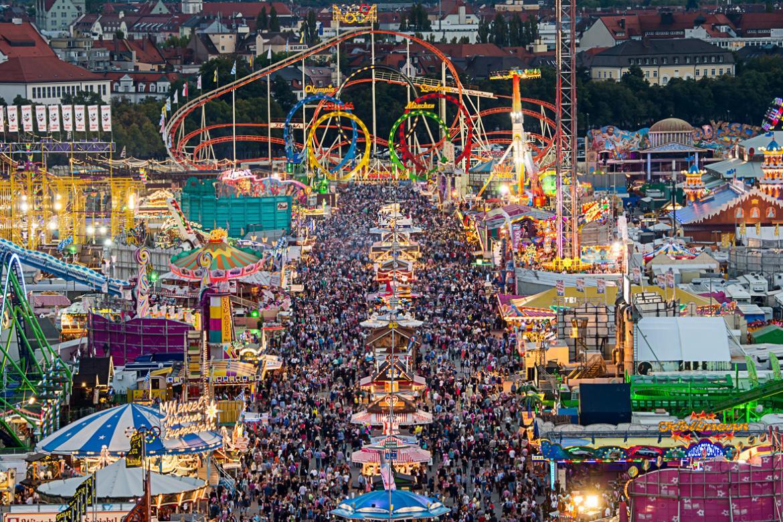Октоберфест в Мюнхене ea785f41ec140c61a132532b1366cc9c.jpg