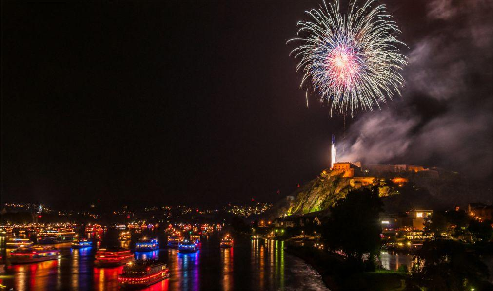 Фестиваль фейерверков «Рейн в огне» в Германии eba78b527e61448eff4b5f4c14cfd607.jpg