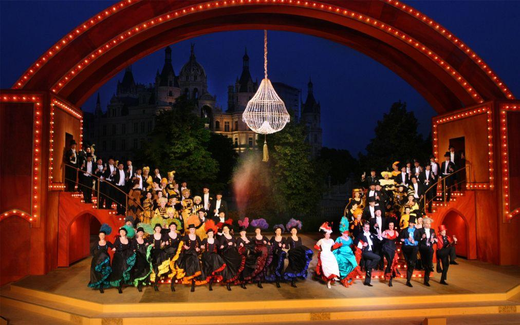 Фестиваль Шверинского замка efac26f4e53813c3413572ff3025b964.jpg