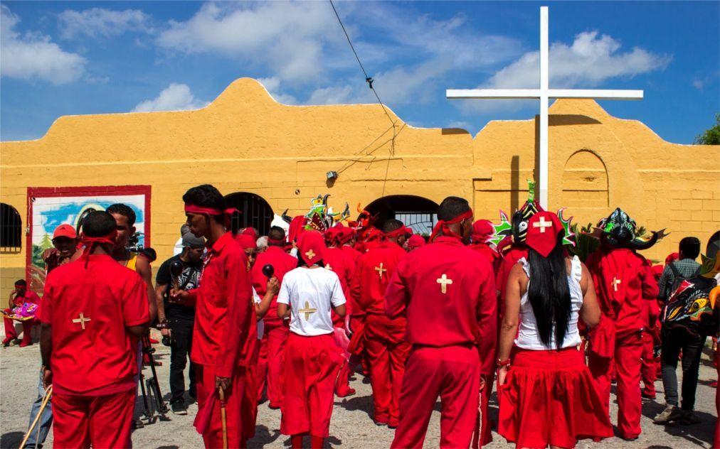 Праздник танцующих дьяволов в Сан-Франсиско-де-Яре f155ddb6d0fb6084c42d99088f9cf98c.jpg