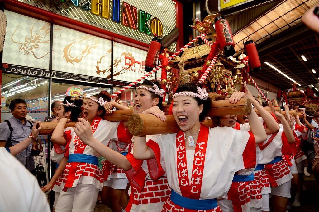 Фестиваль Тэндзин Мацури в Осаке