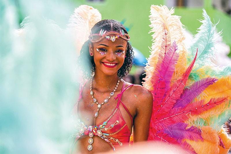 Красочный парад карнавала Сен-Мартен
