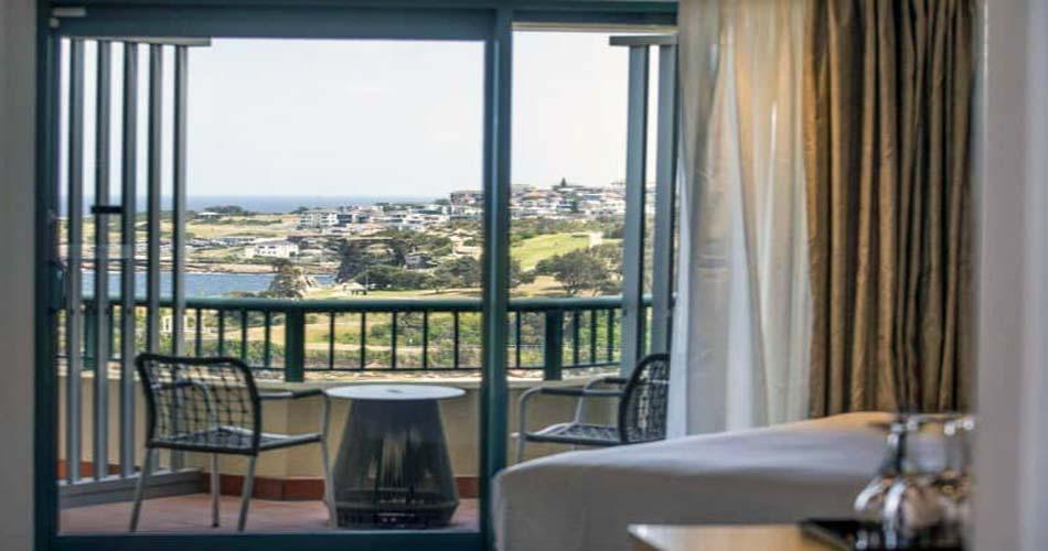 Богатое место с живописным видом на город - Crowne Plaza Coogee Beach Sydney