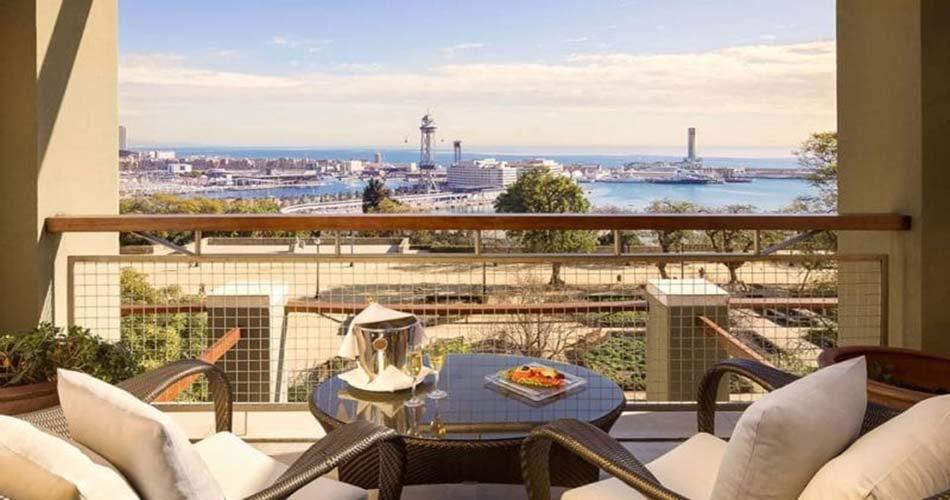 Отель не имеющей себе равных с видом на Барселону - Miramar