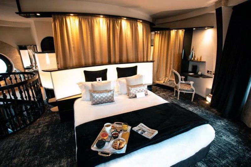 Один из лучших романтических отелей в Лилле - Le Carlton