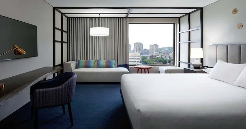 Изысканный отель с видом на Монреаль - Le DoubleTree by Hilton