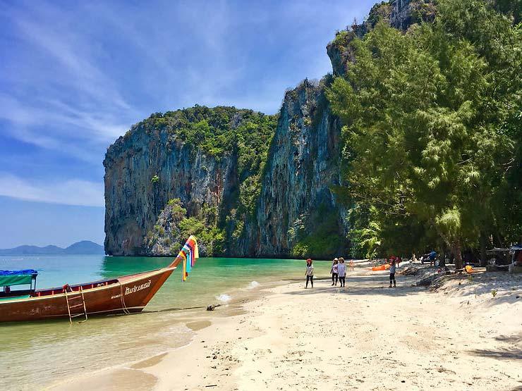 Тайланд на юге находится Андаманское море