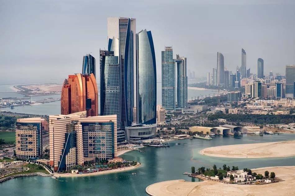 Абу-Даби удвоил меры предосторожности в отношении COVID-19, выпустив новые обязательные браслеты